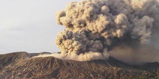 Aktifitas Gunung Bromo, November 2010. Kompas