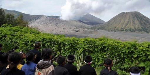 a SD Negeri Ngadisari II & aktivitas Gunung Bromo di Desa Ngadisari, Sukapura, Probolinggo, Jumat 26 Novermber 2010. Kompas