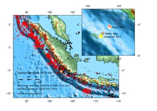Bintang kuning menunjukkan gempa Bengkulu pada 18 Januari 2011. M6.5 (BMKG); M6.0 (USGS); M6.0 (CMT). Titik hitam menunjukkan aktifitas gempa sejak 1973 hingga gempa Aceh 2004 dan Titik merah menggambarkan seismisitas setelah gempa Aceh 2004.